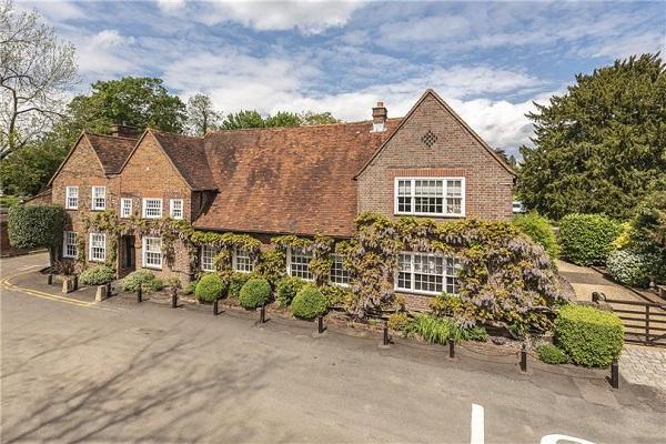 Properties for sale and rent in Uxbridge
